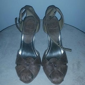 New size 8 women's shoe by Qupid