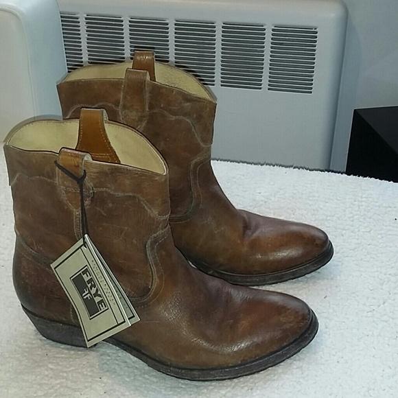 1e65a2a33b0 Frye Carson Lug Short Boots. M 54a94e98665aa04ef723ac32