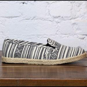 e4563e9e4d9ae3 Vans Shoes - ⬇ NWOT Vans slip on lo pro shoes - guate stripe