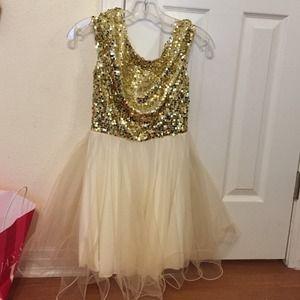 Dresses & Skirts - sparkly short dress!
