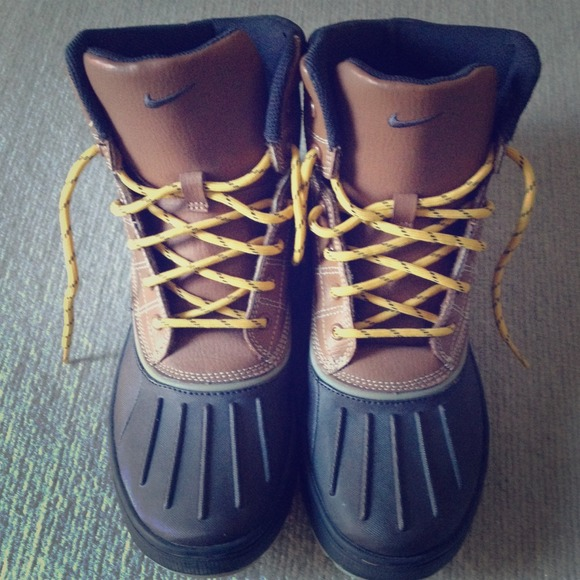 Nike Woodside (Duck) Boot