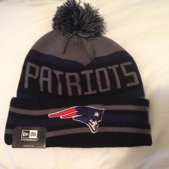 Accessories - New era New England patriots beanie with Pom nwt 23f508ed095