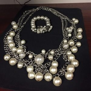 Jewelry - Set of necklace and bracelet
