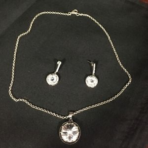 Jewelry - Set of earrings and necklace