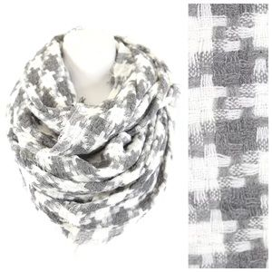 B121 Gray White Knit Houndstooth Infinity Scarf