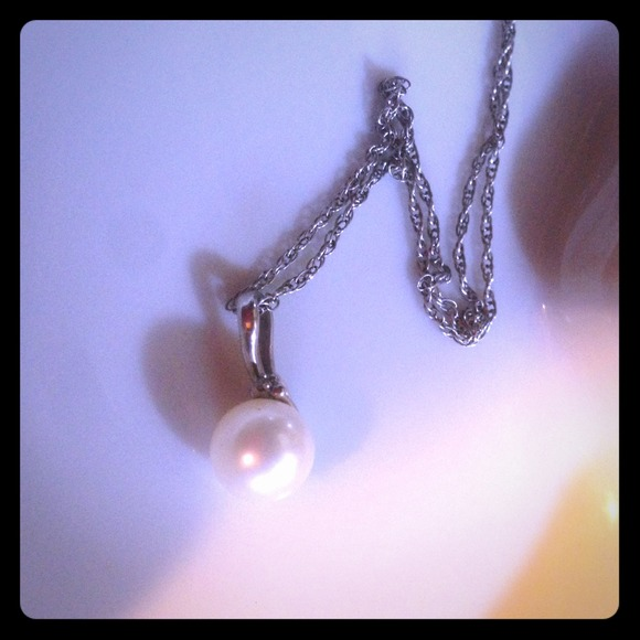 Kay Jewelers Pearl Necklace: Pearl With Small Diamond Necklace