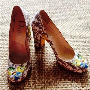 Dior Shoes - ⚡️SALE⚡️DIOR VINTAGE embroidered heel.