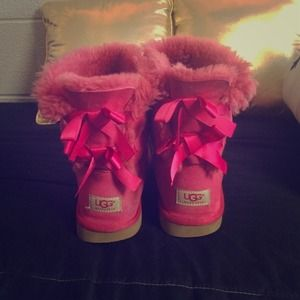 Authentic pink Bailey bow Uggs