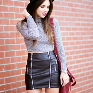 Zipper detail faux leather skirt