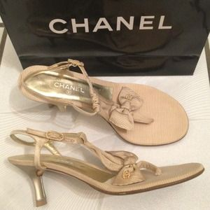 CHANEL beige bow pearl sandals
