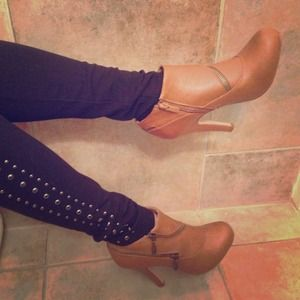 Traffic Boots - Zipper Detailed Tan Booties