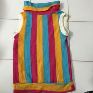 Color top! Size small but a medium can fit!