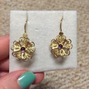 Jewelry - host🎉Flower earrings amethyst center