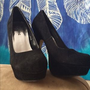 Traffic Shoes - Black suede pumps