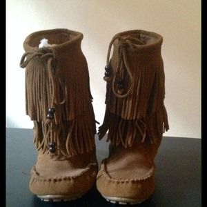 NWOT Minnetonka Two Layer Fringe Tall Boot  sz 6.5