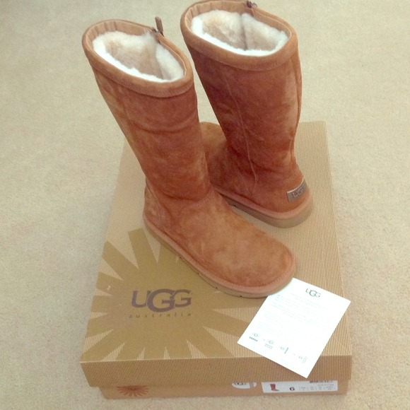 bba25f843bc FLASH SALE!!! 🎀REDUCED Brand New Uggs!!!!🎀