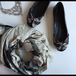 Burberry patent ballet flats with ribbon