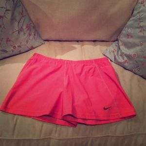Nike Dry-fit Athletic Shorts - size M