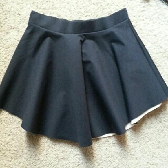 Zara Skirts - ZARA Black Skirt with White Underside size M NWT