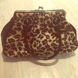 Lux De Ville Leopard pin up getaway kiss lock bag