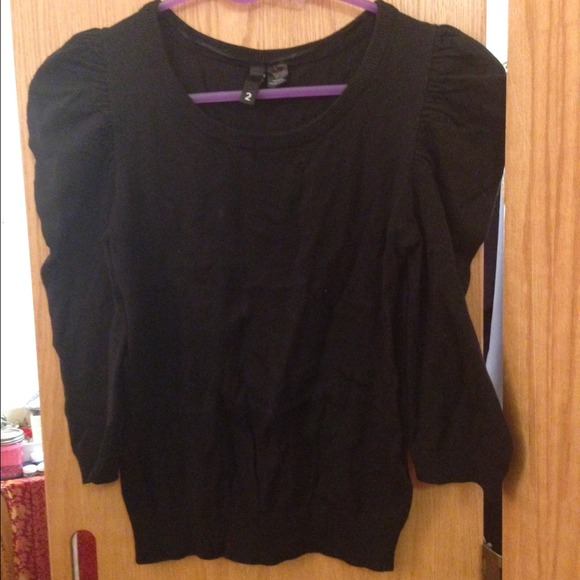 H&M Tops - H&M puffy shoulder fitted black sweater