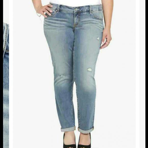 8c7363d2668 Torrid boyfriend jeans. M 54af77d20b47d3094d0a8982