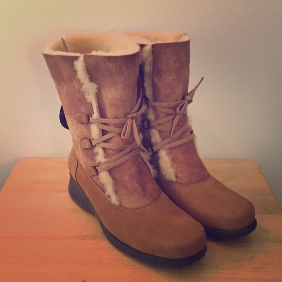 df356a68c La Canadienne Shoes | Annabella Shearling Boots | Poshmark