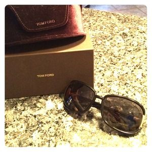Brand new Tom Ford sunglasses with authenticity!