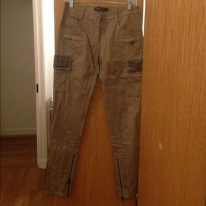 Distressed skinny khaki pants with chain pockets