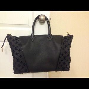 Louis Vuitton Handbags - 💯% authentic lv w velvet noir gm