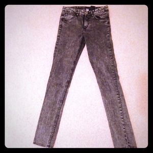 Black acid wash high waisted jeans.