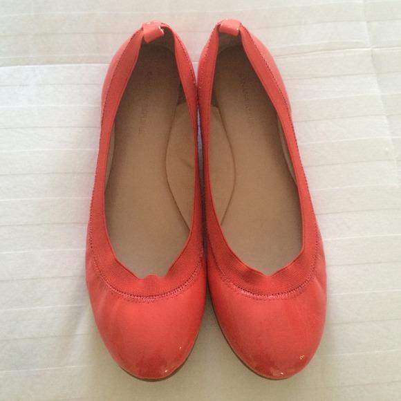 ca64d844942e Banana Republic Shoes - Banana Republic patent leather coral flats sz 71/2