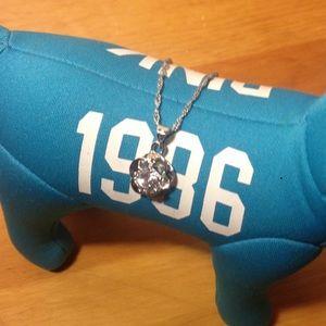 Jewelry - Rhinestoned necklace