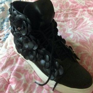 Shoes - Cute Camilla flower sneakers