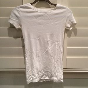 Gap essentials white tee