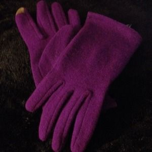Gorgeous purple Cynthia Rowley texting gloves
