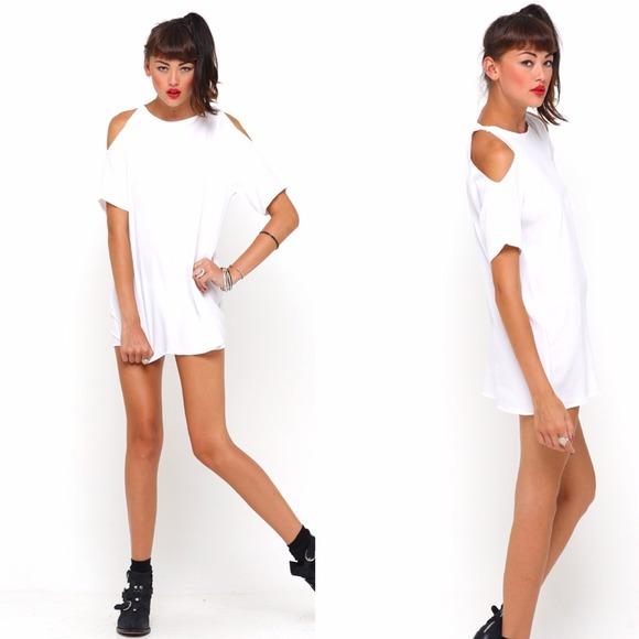 95b57c1b1d773 Motel Savannah Cold Shoulder Dress in White