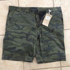 Billabong men's camo shorts