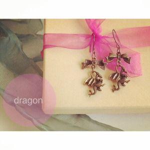 Jewelry - Pretty trendy dragon earrings