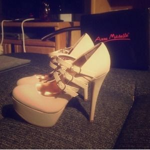 Nude pumps size 9
