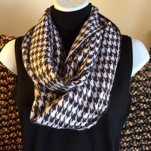NEW**Houndstooth Infinity Scarf