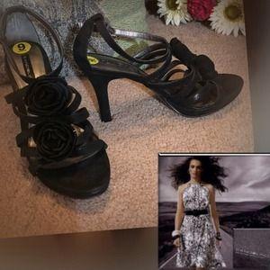 Bandolino Shoes - SZ 9🌸 BANDOLINO FLOWER EMBELLISHED HEELS🌸/SHOES