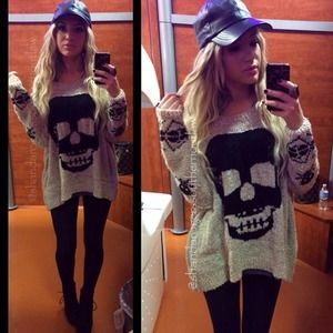 Sweaters - Over sized skull sweater