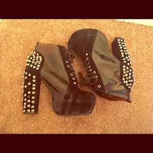 Hight heels spiked booties black