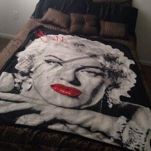 Other - Marilyn Monroe Toss Blanket