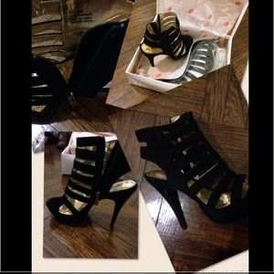 Black suede platform sandal size 8.5 new in box!