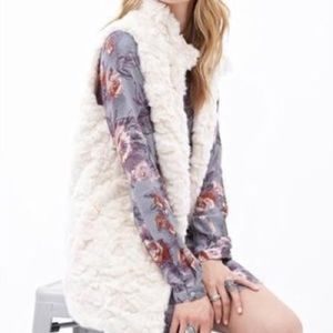 Forever 21 Outerwear - Forever 21 Faux Fur Vest