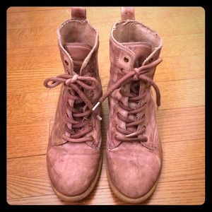 Chinese Laundry lavender/taupe boots