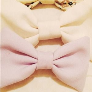 Set of 2 American Apparel Bow Clips