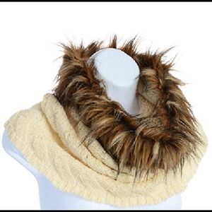 🎉HP🎉 Tube Scarf with Faux Fur - Cream